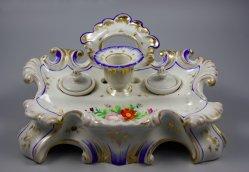 Buckauer Porzellanmanufaktur, Schreibzeug mit Oblatenhalter um 1850, D1011