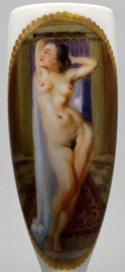 Rekelnder Frauenakt nach dem Bade, Porzellanmalerei, Pfeifenkopf, D2203