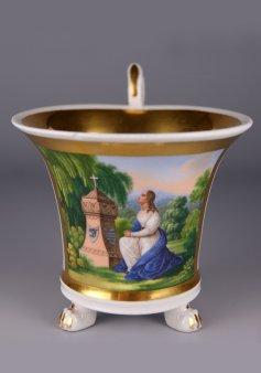 Am Kindergrab 1835, Porzellanmalerei, Tatzenfußtasse, D1229,1