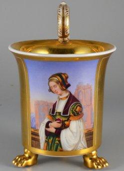 Louis Ammy Blanc (1810-1885), Die Kirchgängerin, Porzellanmalerei, Tatzenfußtasse, D1587