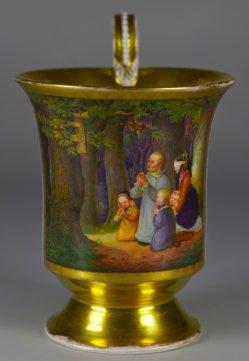 Jacob Becker (von Worms) (1810-1872), Betende Bauernfamilie im Walde (Magdeburger Bilderstreit), Porzellanmalerei, Tasse, D2350