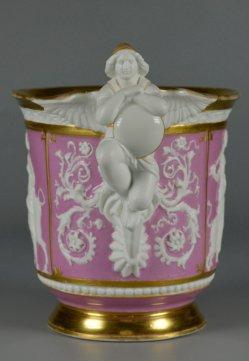 Neorenaissance Tasse und Untertasse, Antike im plastischem Dekor, D2371